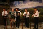 Н. Григоров и оркестъра на Сите българи заедно