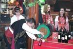 На руйно вино в ресторант Сите българи заедно
